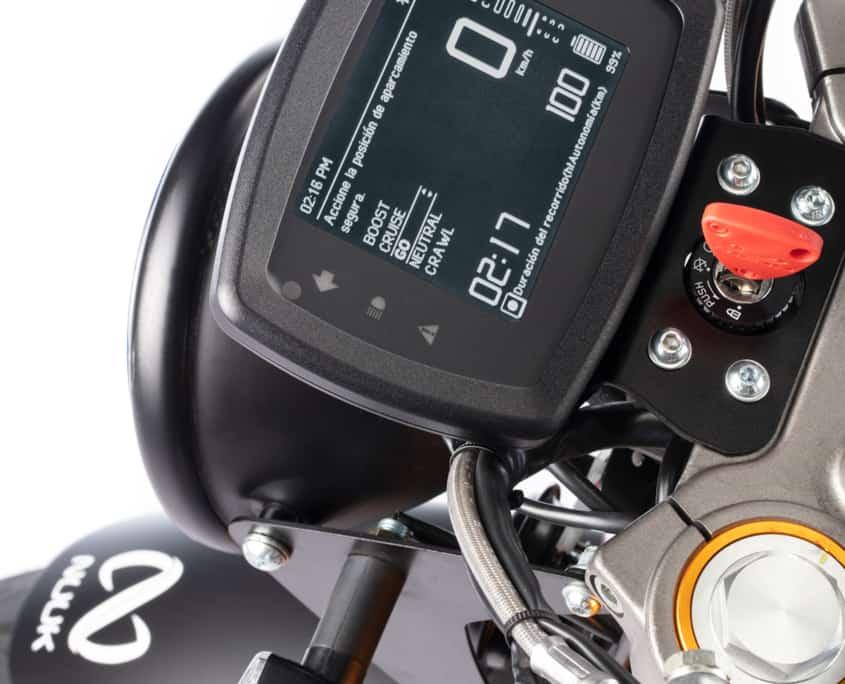 NUUK Gen Cargo moto eléctrica pantalla
