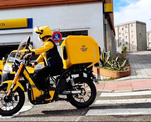 cartero nuuk moto eléctrica